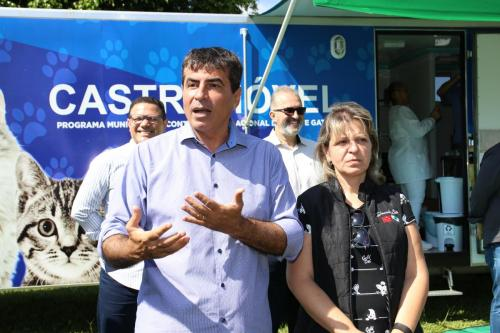 Castramóvel: Programa Municipal de Controle Populacional de Cães e Gatos