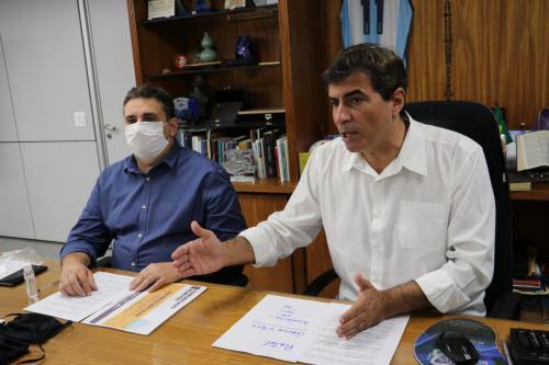 Uso de máscaras de contenção de tecido no transporte coletivo live
