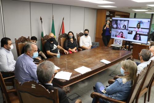 Reunião com vereadores sobre consórcio para compra de vacina - Fotos Vivian Honorato
